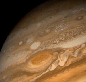Почему Большое Красное Пятно на Юпитере существует?