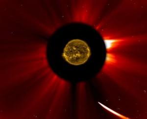Некоторые ученые полагают, что комета Исон смогла пережить сближение с Солнцем