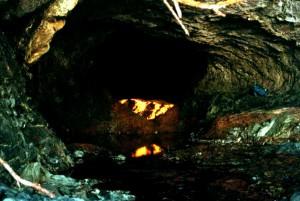 Золотоискатель обнаружил пещеру с искусственно созданными тоннелями и пропал без вести