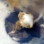 Вулкан Сарычева вид из Космоса