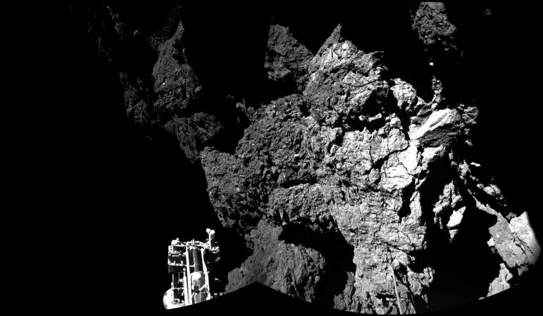 Первый снимок с поверхности кометы Чурюмова-Герасименко