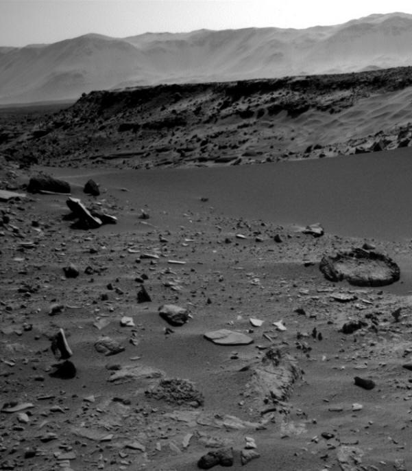 На Марсе обнаружили парящий над поверхностью камень