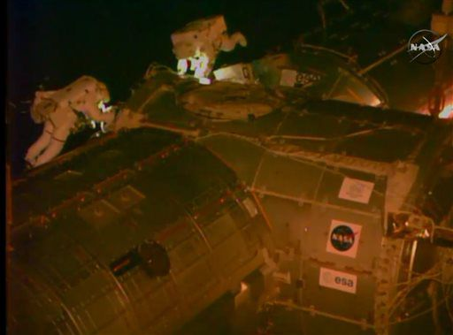 Астронавты МКС вышли в открытый космос, чтобы проложить кабель
