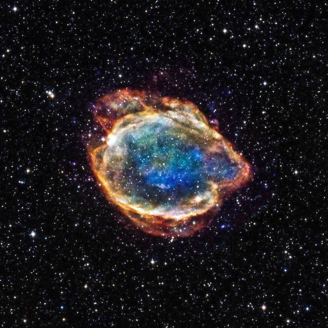 Взрыв звезды выглядит как космический цветок