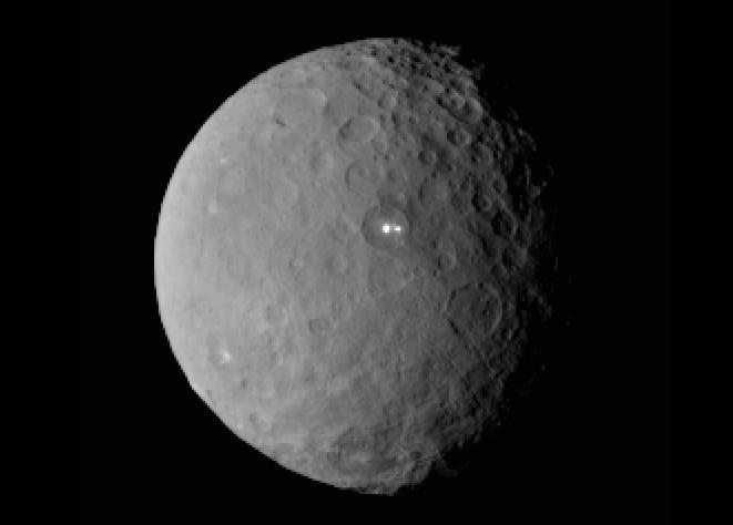На поверхности Цереры обнаружилось яркое пятно