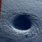 Тайфун Майсак выглядит как черная дыра с орбиты нашей планеты