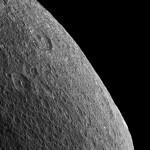 """Космический аппарат """"Кассини"""" сделал снимок горизонта Реи"""