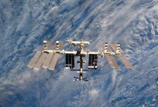 """Экипажу с МКС пришлось укрыться от космического мусора на корабле """"Союз"""""""