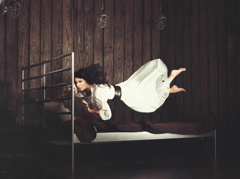 Левитация девушки во сне. Необычный случай